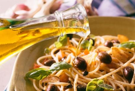 olive-oil-over-pasta.jpg